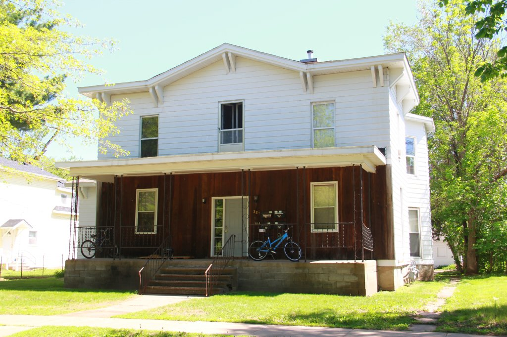 327 niagara st apartment 1 uwec student apartment for rent 1 bedroom apartments in eau claire wi