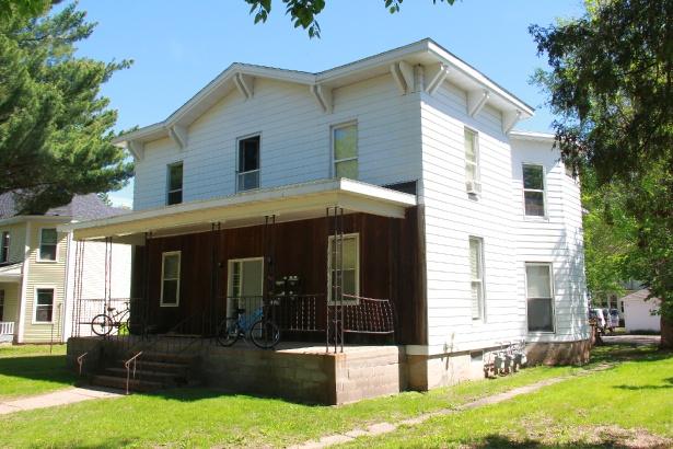 327 niagara st apartment 2 uwec student apartment for rent 1 bedroom apartments in eau claire wi