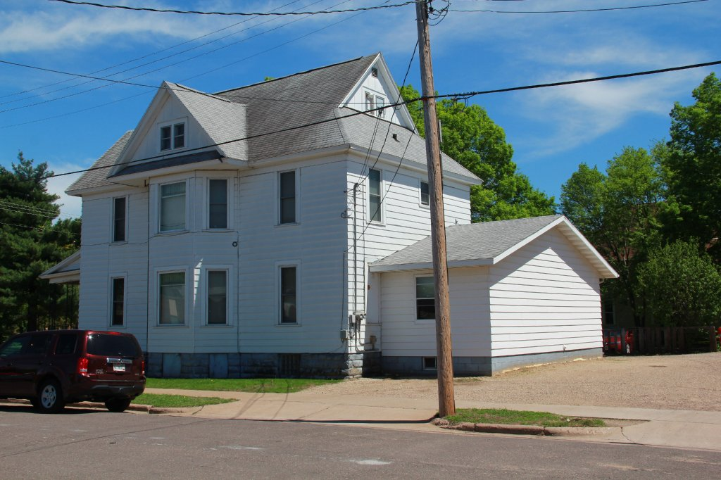 802 1 2 s barstow st uwec student apartment for rent 1 bedroom apartments in eau claire wi