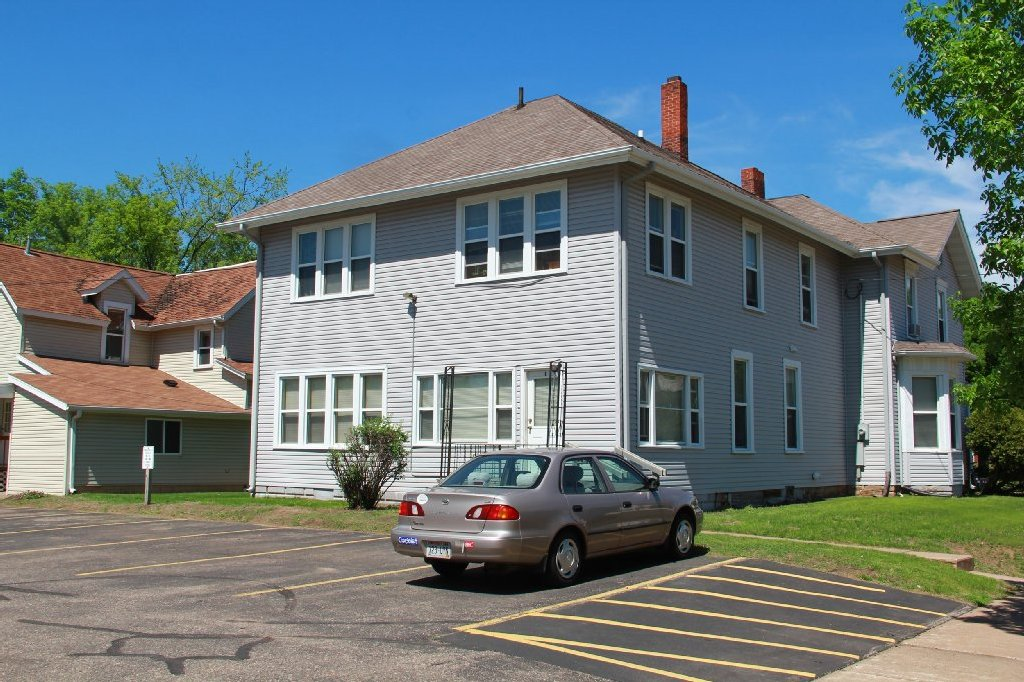 820 S Barstow St Apartment 1 Uwec Student Apartment For